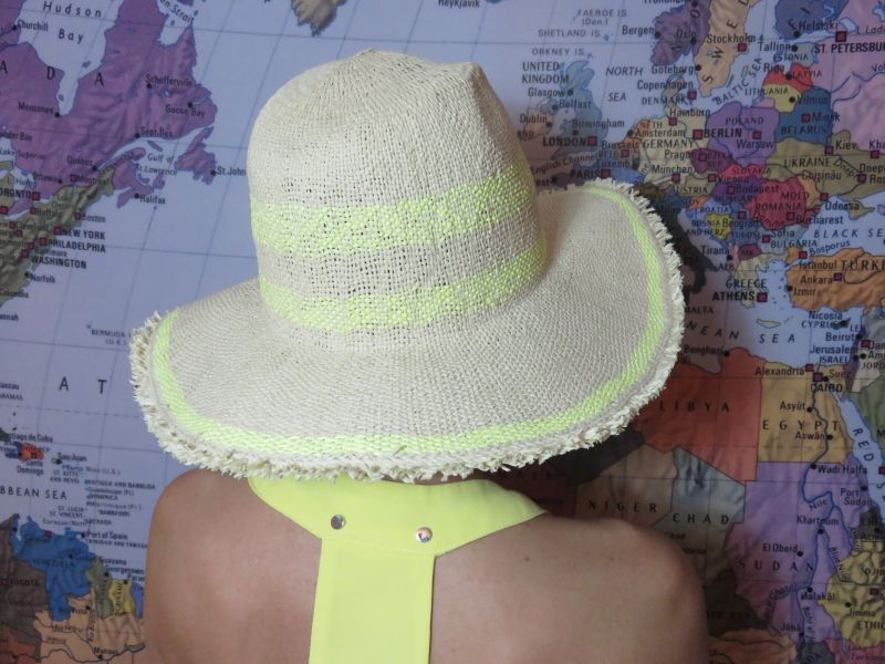 sombrero low cost desflecado color natural y amarillo limón